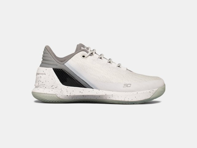 385110a151870 Boys  Grade School UA Curry 3 Low Basketball Shoes
