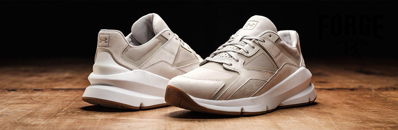 Mengalirkan Udara Dengan Maksimal. Teknologi Terkini. Sepatu yang  terinsipirasi dari tahun 1996 - tahun di mana pertama kalinya Under Armour  diciptakan.