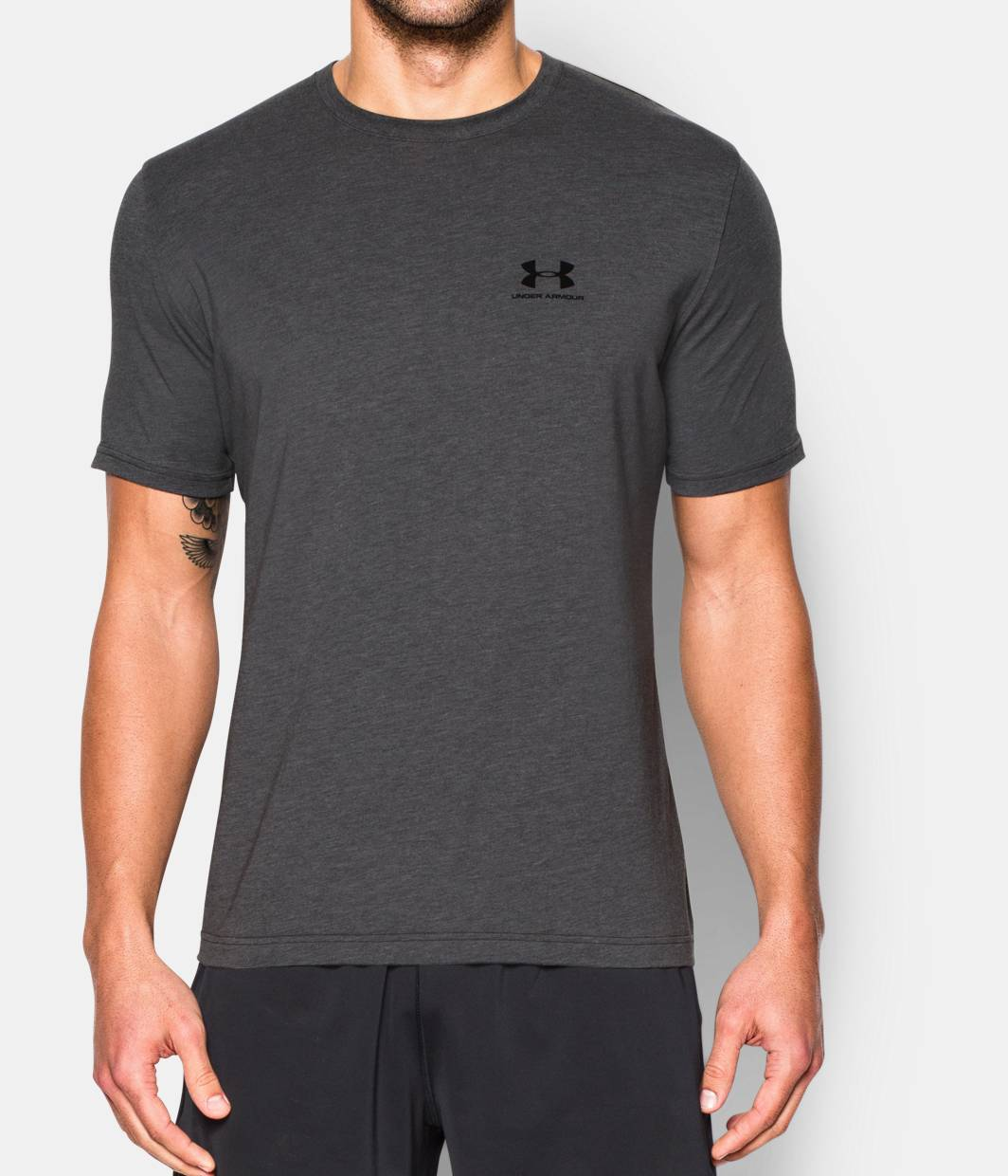 Men 39 s ua charged cotton left chest lockup t shirt under for Under armor business shirts