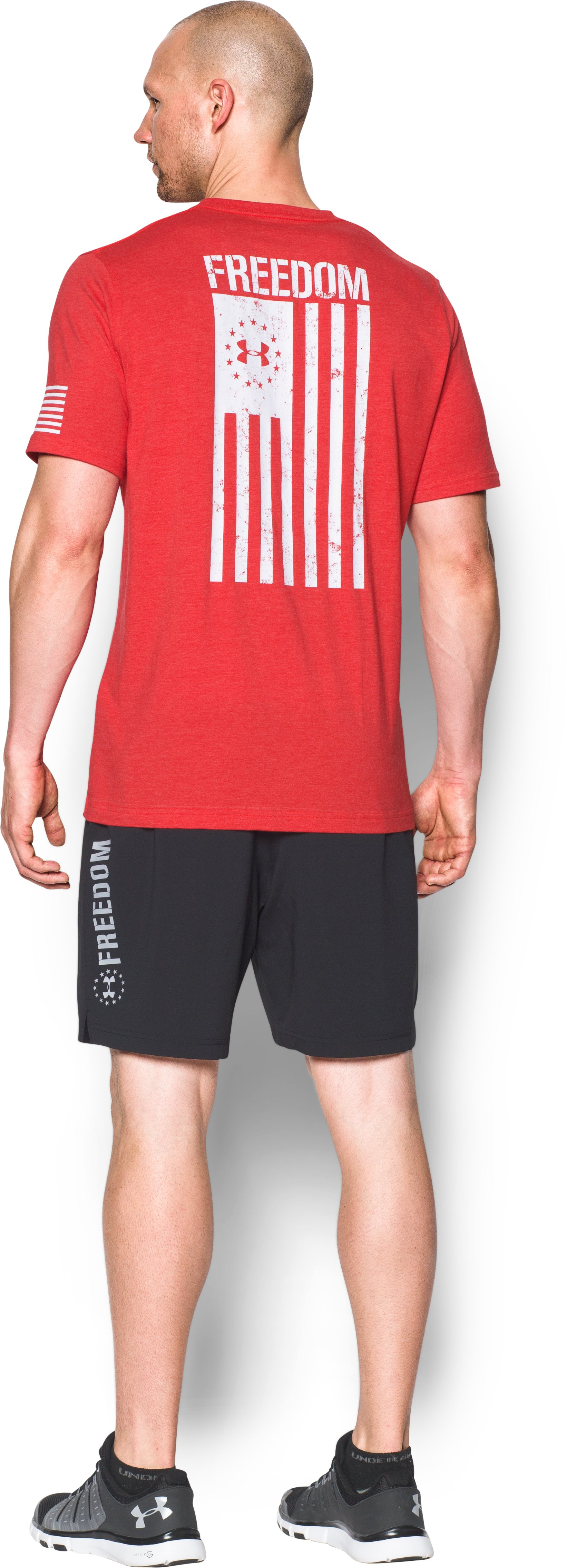 red color t-shirt Men's UA Freedom Flag T-Shirt Soft and <strong>comfortable</strong>