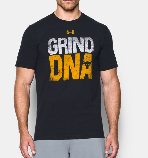 UA x Project Rock Grind DNA - T-shirt pour homme   Under Armour CA 92380a1e52b2