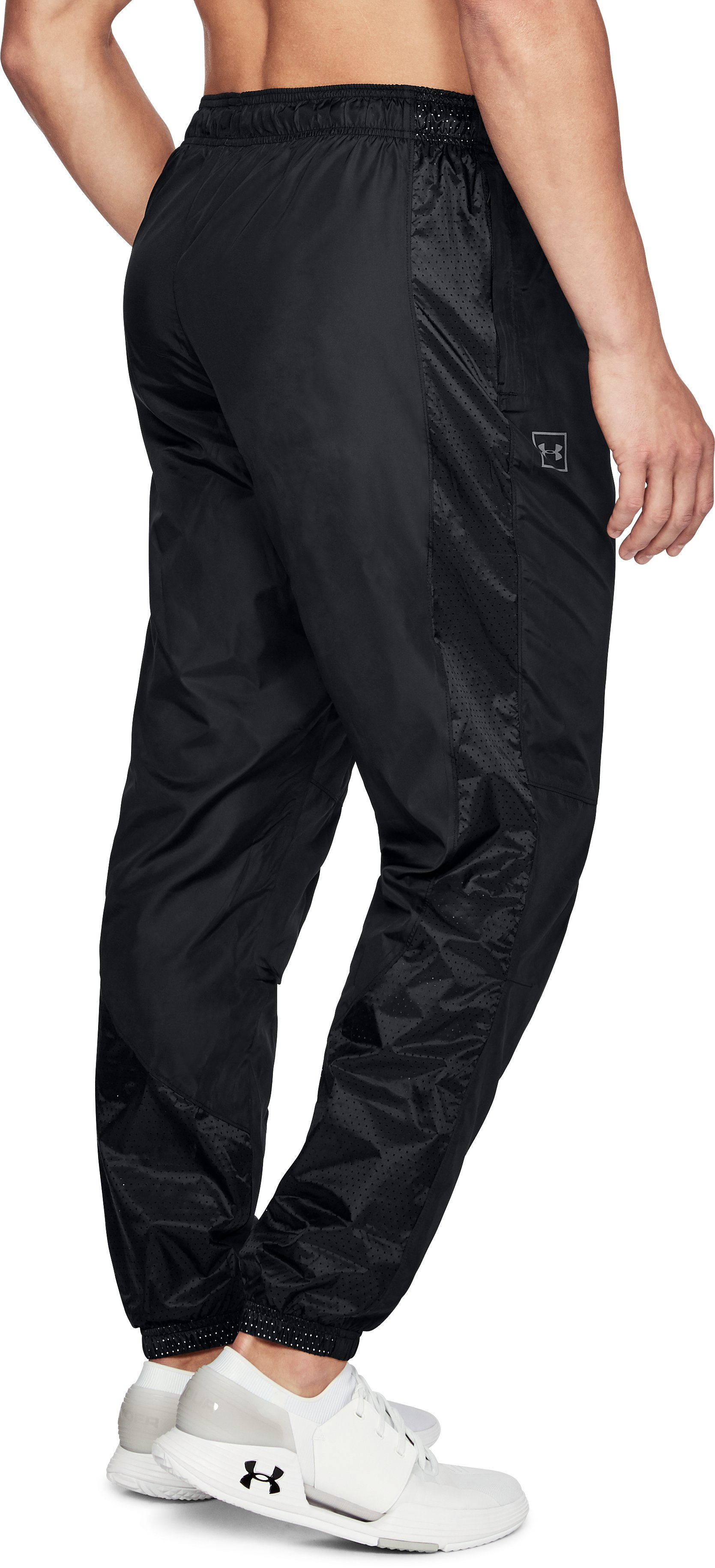 Men's UA Sportstyle Wind Pants, Black ,